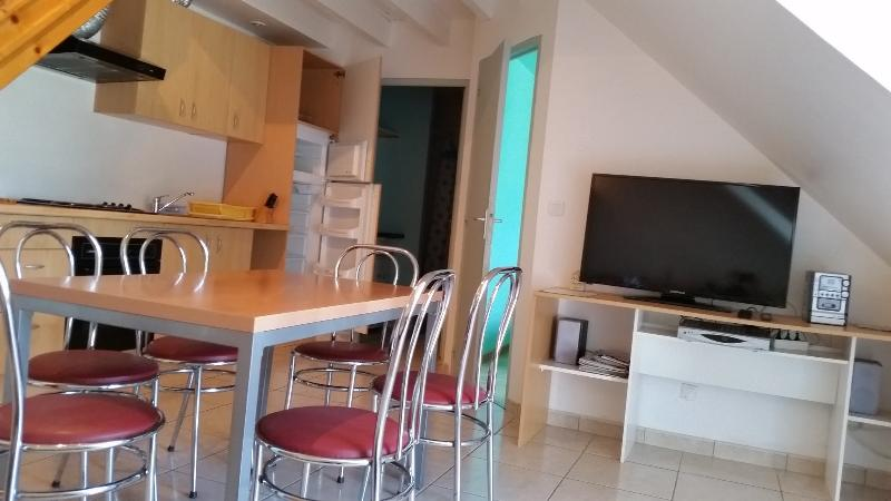 Appartement, beau design, plage 200 m, BRETAGNE -A, holiday rental in Damgan