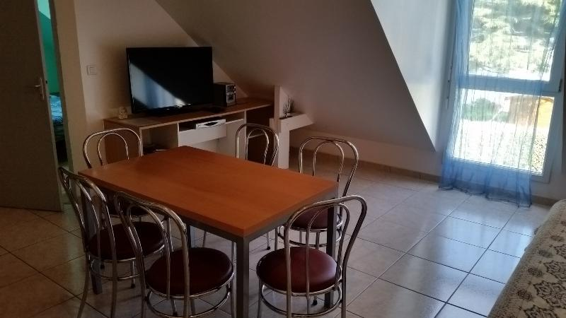 TV a schermo piatto + stereo + divano letto lounge