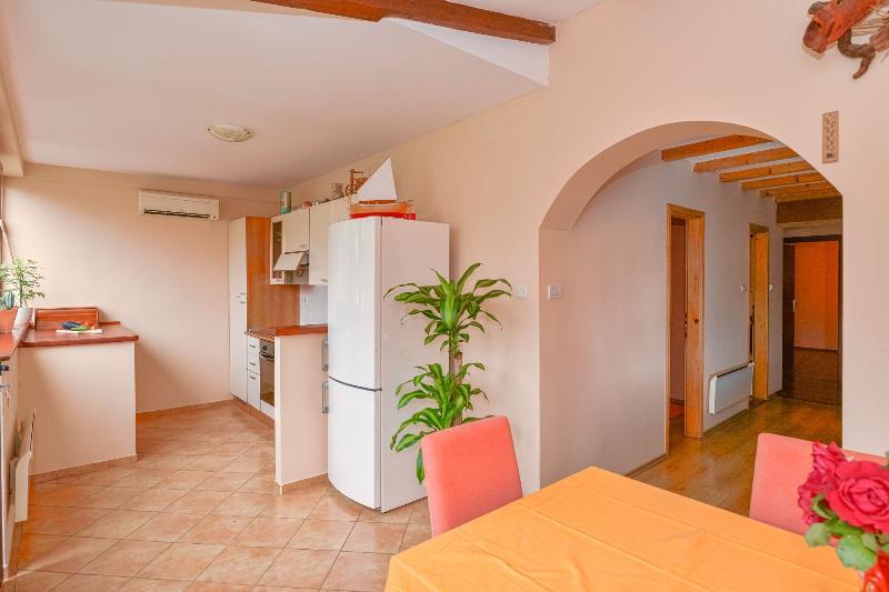 Big, two bedrooms, 4+1 ,apart., holiday rental in Stari Grad