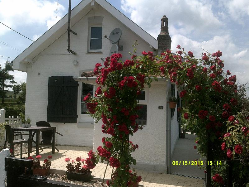 Crossing Cottage Beautifully renovated,fully equipped railway cottage,with free WiFi, near Hesdin