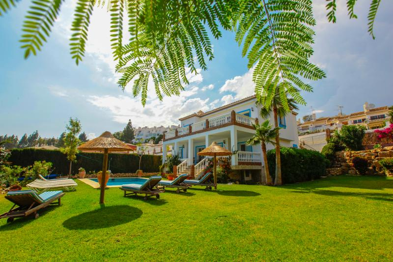 Villa Oceanica- stunning 7 bedroom villa with private pool, jacuzzi and garden, holiday rental in Sitio de Calahonda