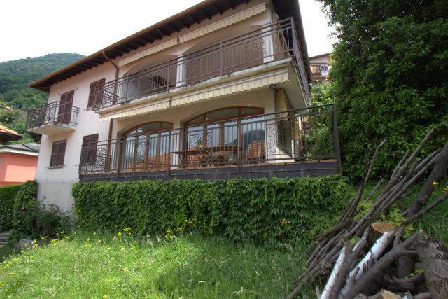 Private Lakefront Villa has 2 floors sleeps 8 has 5 bedrooms  3.5 bathrooms  free parking