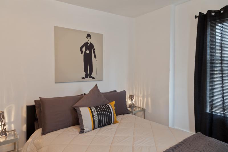 Le Charlie Chaplin chambre avec lit Queen