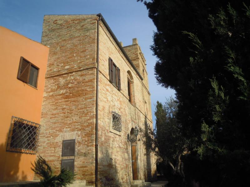 Torre Martinetti Bianchi: view of the outside