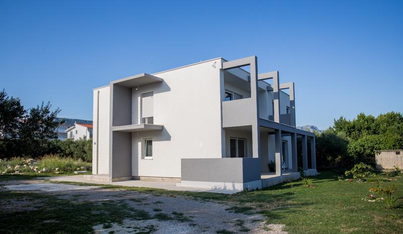 Enelani Apartments