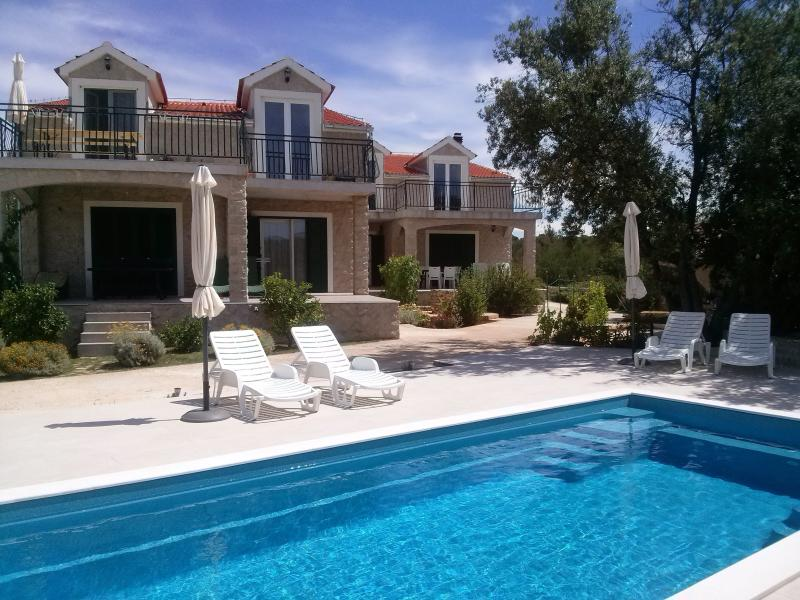 Apartment with swimming pool (8 pers.), vacation rental in Sibenik