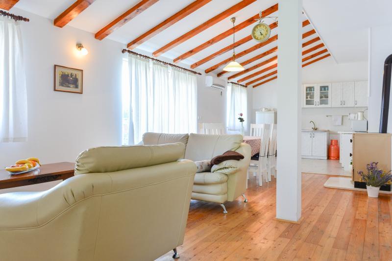 bright family apartment, location de vacances à Kastel Novi