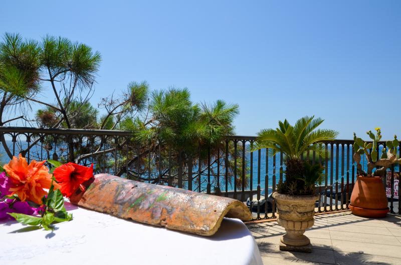 La terrazza sul Mar Jonio