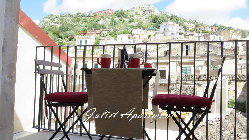 Balcone con tavolino - Vista Esterno