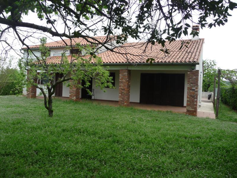 Porzione di Villa in posizione tranquilla, vacation rental in Porec