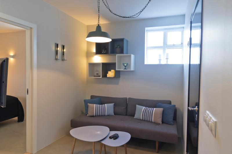 Cozy right in the center, 2 bdr apartment, vacation rental in Seltjarnarnes