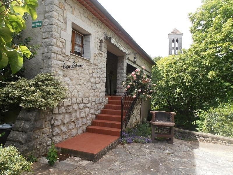Maison 2p Translatour, dans le village classé de Balazuc, holiday rental in Uzer