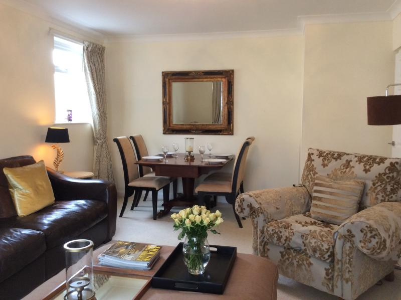 Luxury Ground Fl.2 bed.patio garden near the Sea., holiday rental in Overton