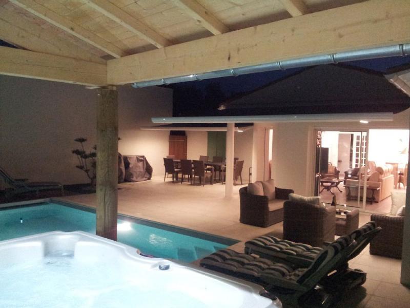 Villa dans l'île de Ré avec piscine chauffée et espace SPA couvert. Confort et intimité garantis