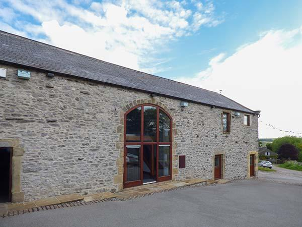BROADWAY BARN superb family celebration property, en-suite facilities, vacation rental in Litton Mill