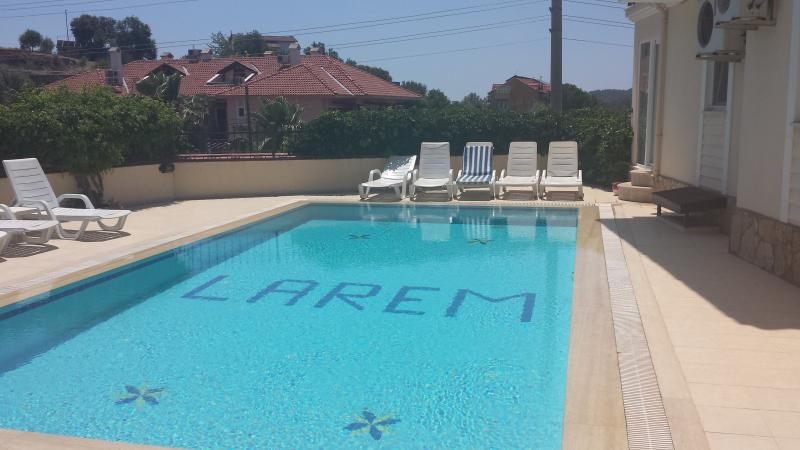 LUXURY 1 BEDROOM APARTMENT WITH  POOL NEAR BEACH, vacation rental in Hisaronu