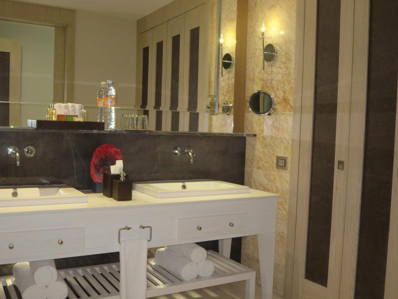 Grand Luxxe Spa - Bathroom