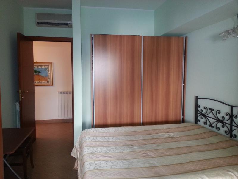 Centrale casa vacanze nuova a 150 metri dal mare, alquiler de vacaciones en Regio de Calabria