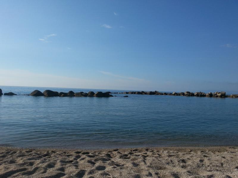 Economica villa  al mare con zona notte in taverna, vacation rental in Favazzina