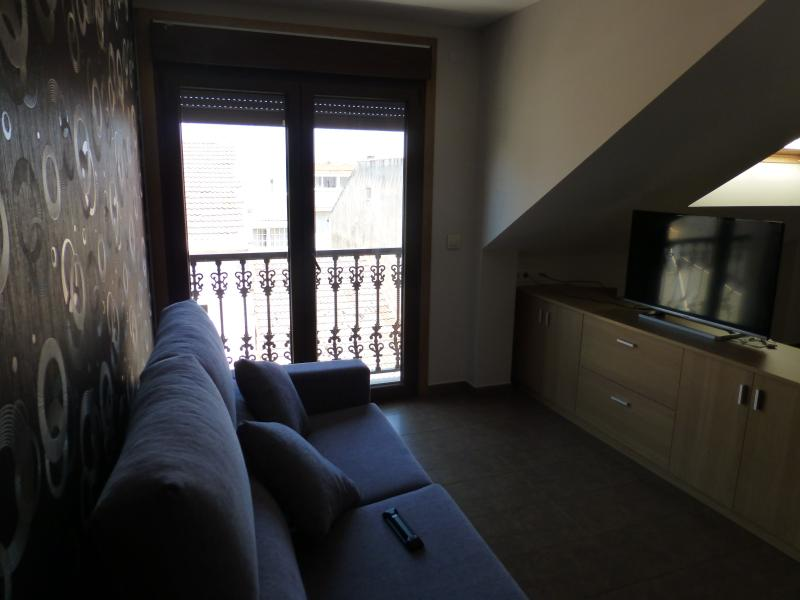 aprtamento o chouzo atico 2, holiday rental in Castrelo