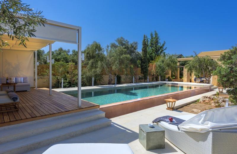 Luxurious Villa Dimi, location de vacances à Kalathas