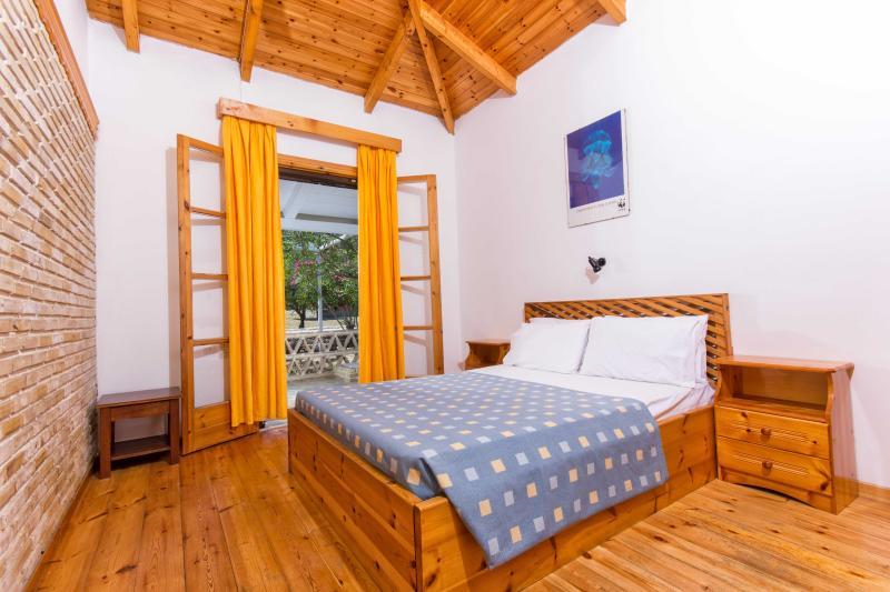 Liuba Houses Blue House, Two Bedroom House, vacation rental in Ano Vasilikos
