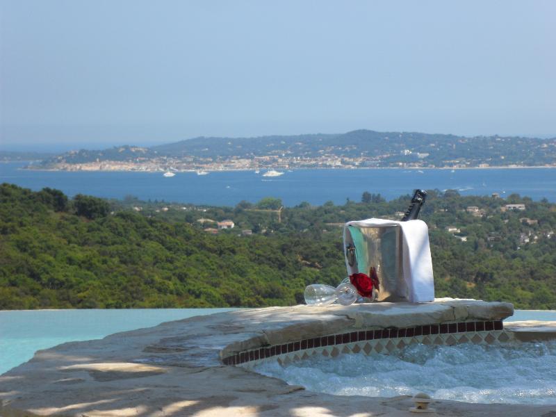Vistas de Saint-Tropez de piscina e jacuzzi