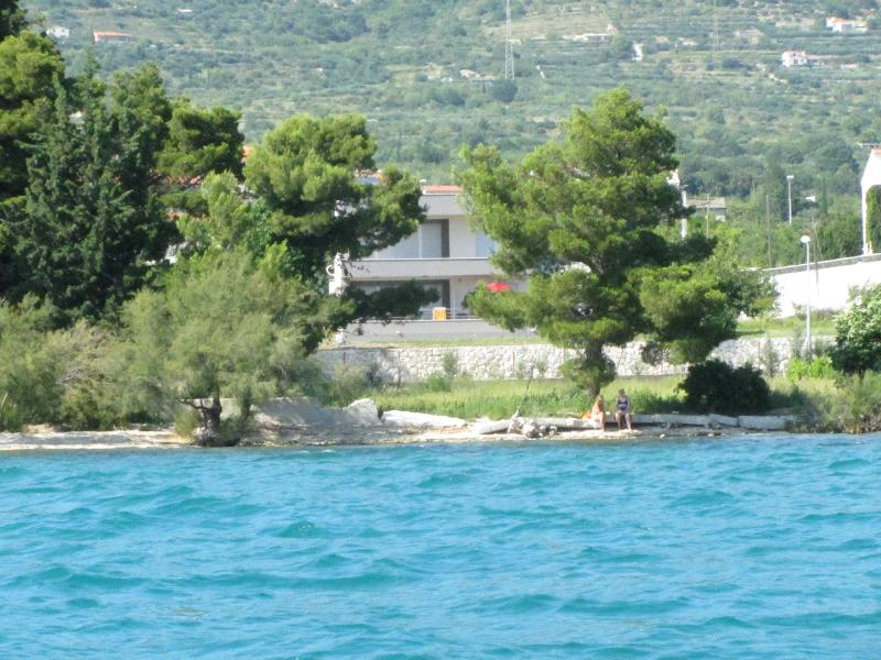 Villa Vetma Apartment 2, vacation rental in Kastel Kambelovac