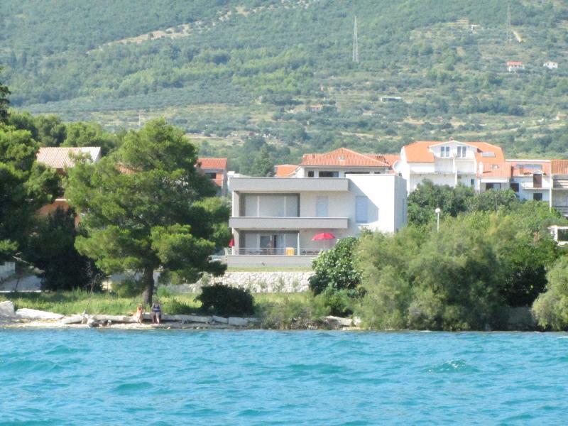 Villa Vetma Apartment 1, vacation rental in Kastel Kambelovac