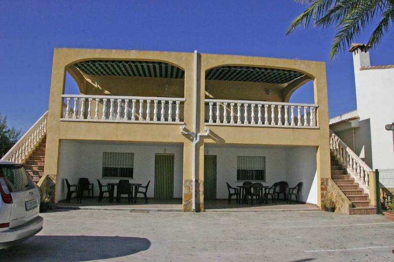 Marjal 1 - apartamento comodo, moderno, luminoso, vacation rental in Pego