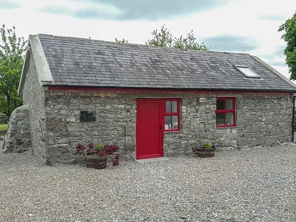 BLOOM BARN, pet-friendly, ground floor studio near Terryglass, Ref. 926080, vacation rental in Ballinasloe