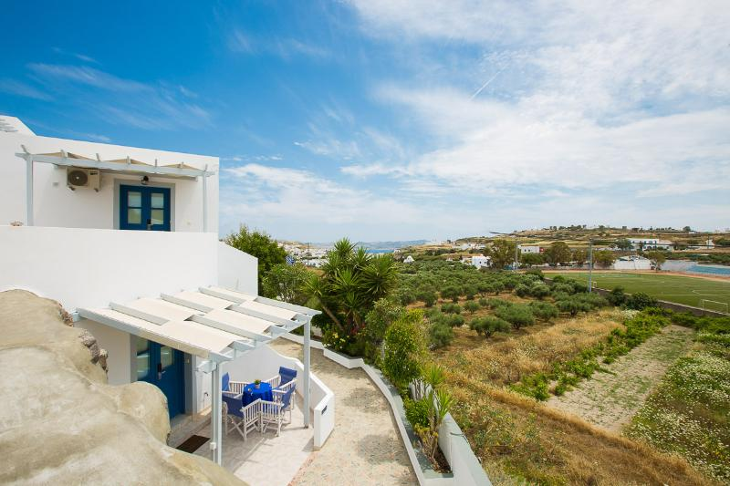 Apartment/House at Milos island, holiday rental in Mandrakia