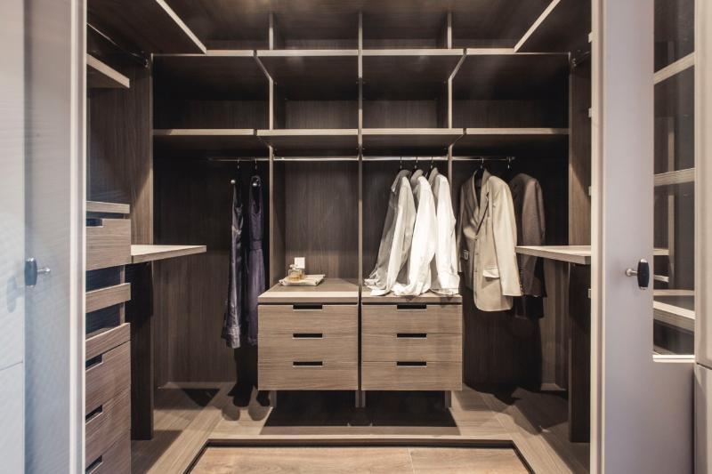 huge dresser of Mastersuite 1