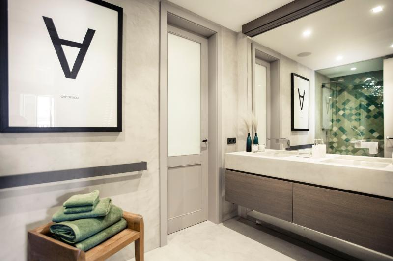 bathroom master suite 1