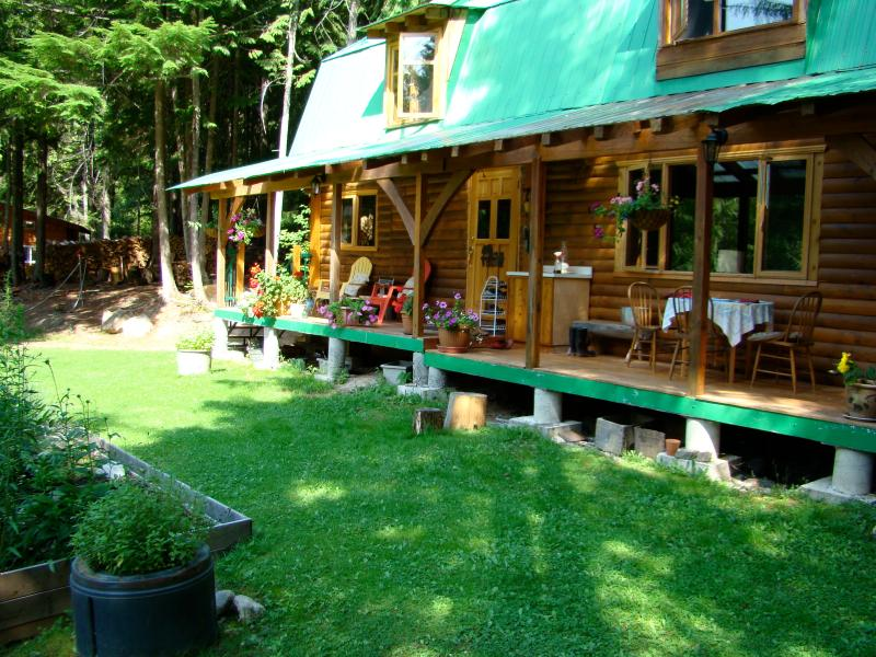 The Cottage in Hills is a 1300 sq. ft. vacation cabin for 5 (sleeps 6 in a pinch)