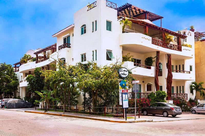 Las Olas Eigentumswohnung an der Ecke 1st Avenue und Mamitas Beach Road im Zentrum Playa Del Carmen.