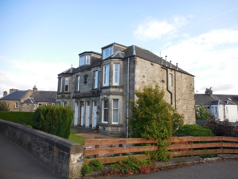 Fullwood Apartment Upper Millhill St. Dunfermline, holiday rental in Newton