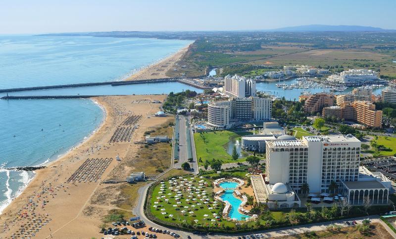 Falésia strand en Vilamoura Marina liggen op 5 minuten rijden