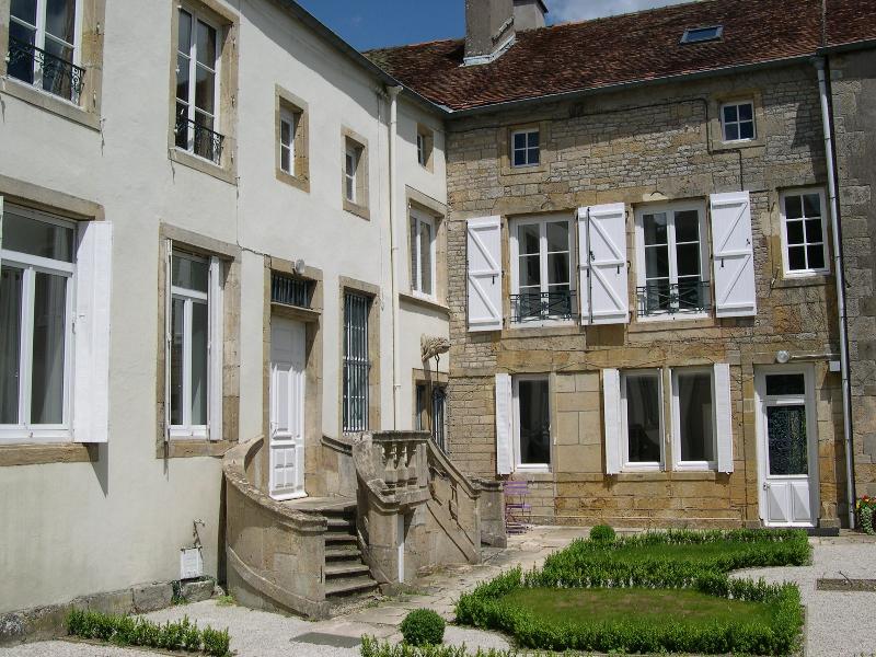 Les chambres du Chapitre B&B, holiday rental in Arc-en-Barrois