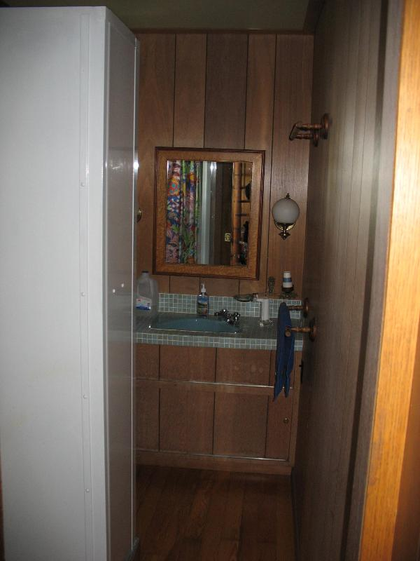 Single Bathroom with Shower