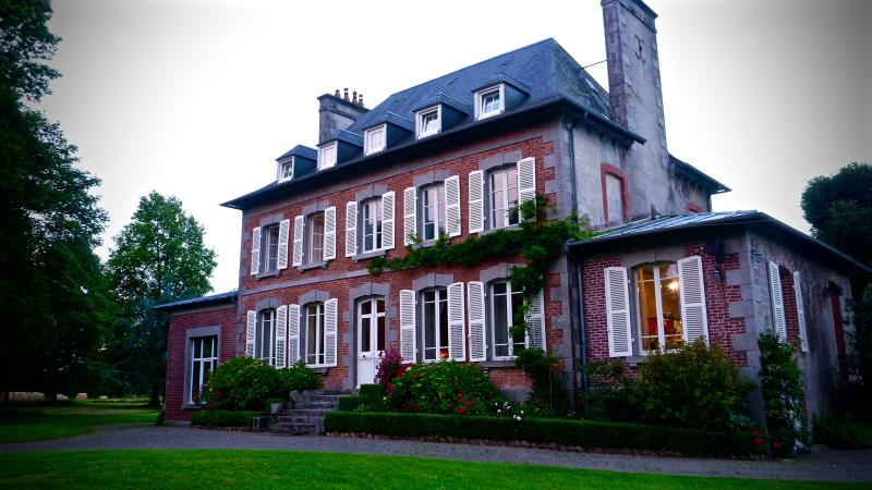 Château sur Le Jardin, holiday rental in Brehal