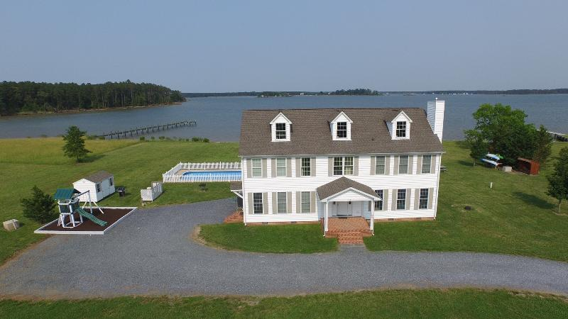 Wonderful 5 BR 3 1/2 BA Waterfront Home with private lighted dock