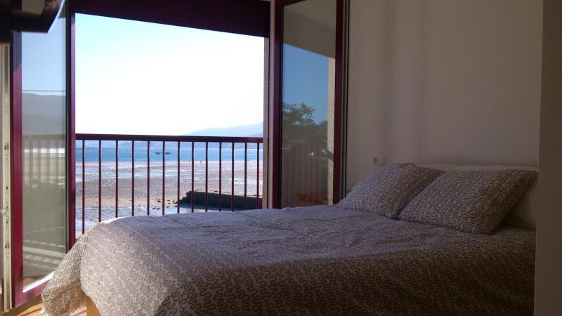 Habitación principal con vistas a la primera línea de la playa