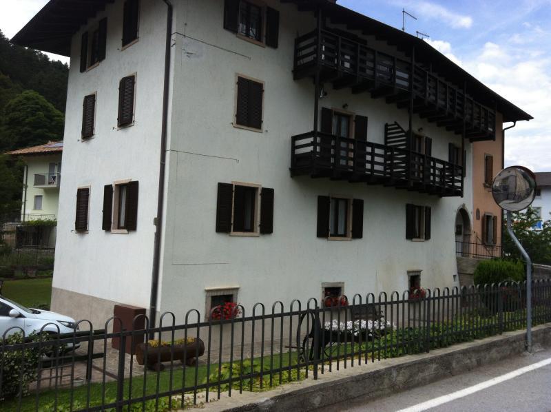 TRENTINO VICINO AL LAGO DI GARDA E MAD. CAMPIGLIO, location de vacances à Lasino