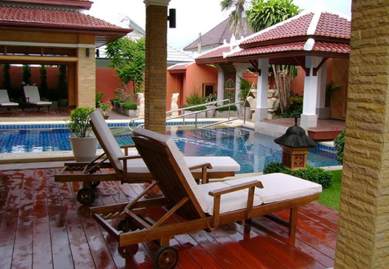 Exclusive 7BR Balinese Style Villa in Pattaya, aluguéis de temporada em Chonburi