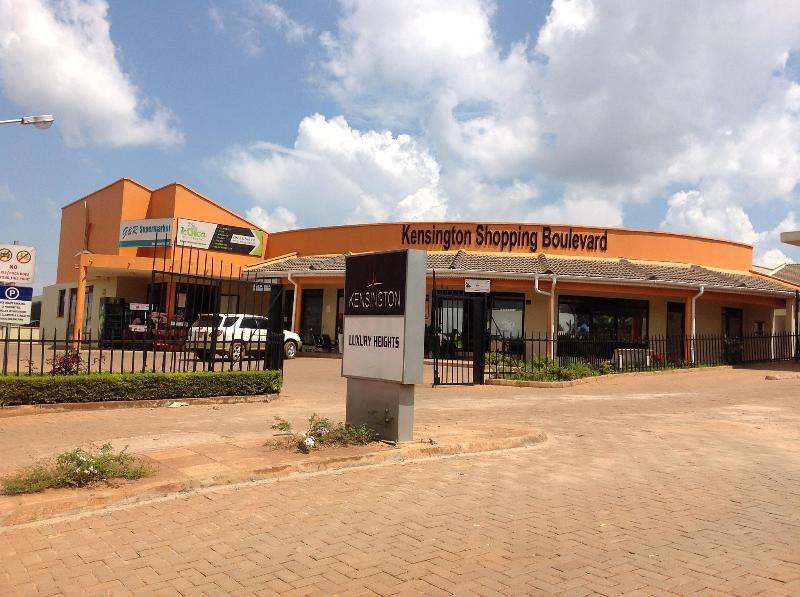 Centre commercial dans le complexe