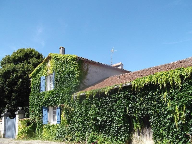 Le Clos de la Font Quéroy Chambres D'hôtes de Charme, table d'Hôtes., location de vacances à Yvrac-et-Malleyrand