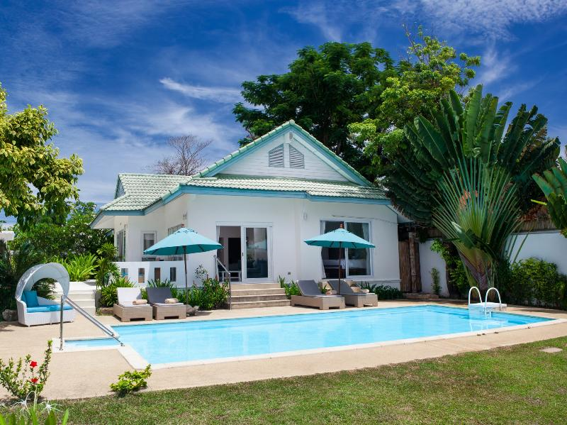 Baan Rim Haad Luxury Villa, vacation rental in Lamai Beach