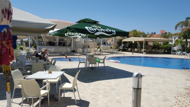 Pool side Cafe, Polyxenia