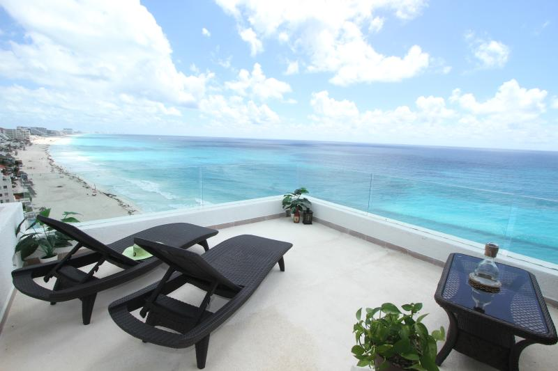 Ocean Front Penthouse 3000 private balcony